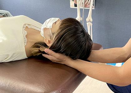 首こり・肩こりのカストレッチ&関節の矯正(施術)